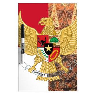 Emblema de Indonesia - la bandera del batik de Pizarras