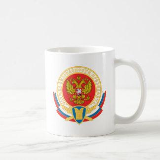 Emblema de la seguridad del presidente ruso taza básica blanca