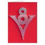 Emblema de V8 del cromo de la ilusión en el cuero  Felicitaciones