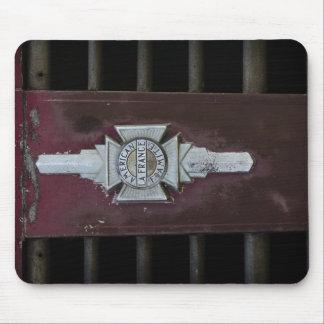 Emblema del coche de bomberos del vintage alfombrillas de raton