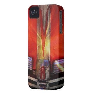 Emblema del cromo de V8 en Hotrod Case-Mate iPhone 4 Cárcasas