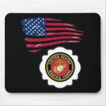 Emblema del USMC con la bandera de los E.E.U.U. Tapete De Ratones