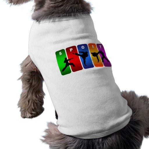 Emblema multicolor del karate ropa macota