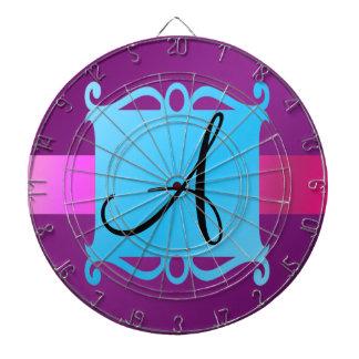 Emblema púrpura de la suposición del monograma tablero dardos