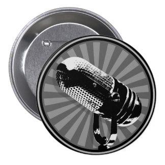 Emblema retro negro y blanco del micrófono pin redondo de 3 pulgadas