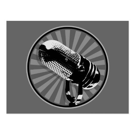 Emblema retro negro y blanco del micrófono postal