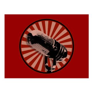 Emblema retro rojo del micrófono postales