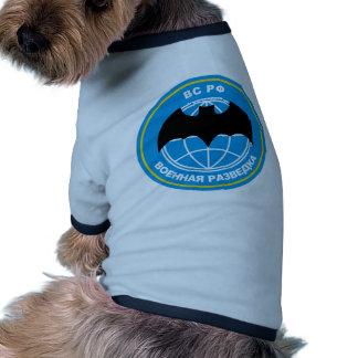 Emblema ruso de la inteligencia militar camiseta con mangas para perro