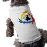 Emblema tricolor de la yoga camisetas de mascota