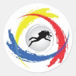 Emblema tricolor del buceo con escafandra etiqueta redonda