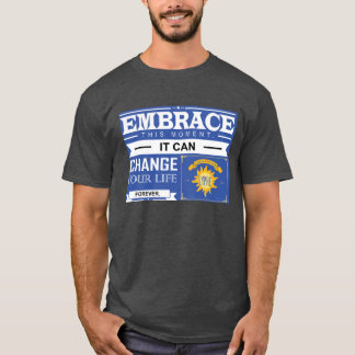 """""""Embrace This Moment"""" Quote Men's Dark T-Shirt"""