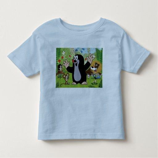 embroma la camiseta del dibujo animado
