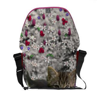 Emma en flores I - pequeño gatito gris Bolsas De Mensajeria
