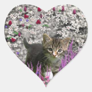 Emma en flores I - pequeño gatito gris Calcomania Corazon