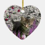 Emma en flores I - pequeño gato gris del gatito Ornamento Para Reyes Magos
