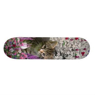 Emma en flores I - pequeño gato gris del gatito Patin Personalizado