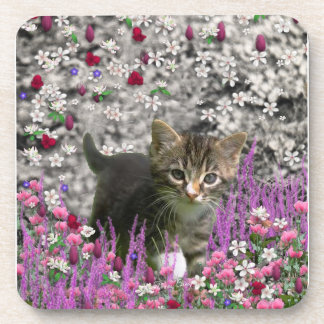 Emma en flores I - pequeño gato gris del gatito Posavasos De Bebidas