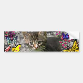 Emma en mariposas I - gatito gris del Tabby Etiqueta De Parachoque