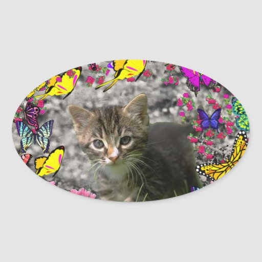 Emma en mariposas I - gatito gris del Tabby Pegatina Ovalada