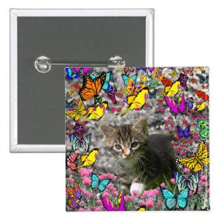 Emma en mariposas I - gatito gris del Tabby Pin Cuadrada 5 Cm