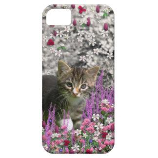 Emma in Flowers I – Little Gray Tabby Kitten iPhone SE/5/5s Case