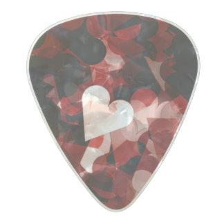 Emoción roja de los corazones del amor verdadero plectro de celuloide nacar