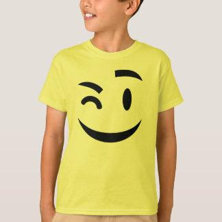 Emoji de guiño lindo playera