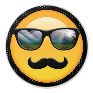 Emoji ID230 sombrío estupendo Pomo De Cerámica