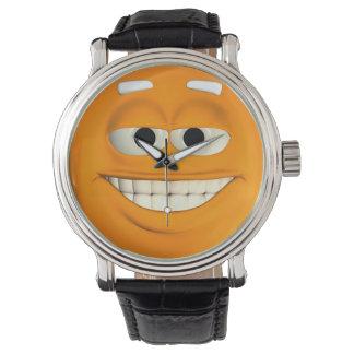 Emoticon anaranjado con los dientes blancos reloj