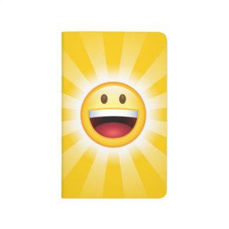 Emoticon feliz de la cara cuaderno grapado