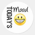 Emoticon muy feliz de hoy del humor pegatina redonda