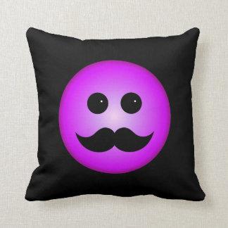 Emoticon púrpura del smiley del bigote cojín