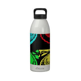 empanada de la cereza del arte pop con un desmoche botella de agua