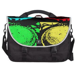 empanada de la cereza del arte pop con un desmoche bolsas de portátil