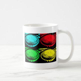 empanada de la cereza del arte pop con un desmoche taza de café