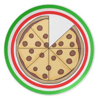 Empanada de pizza cortada deliciosa plato de cena
