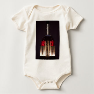 Empire State Building ascendente cercano rojo y Mamelucos De Bebé