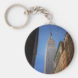 Empire State Building contra el cielo, NYC Llavero Personalizado