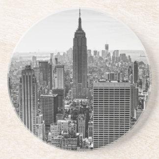 Empire State Building del horizonte de la ciudad d Posavasos Manualidades