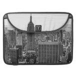 Empire State Building del horizonte de la ciudad Funda Para Macbook Pro