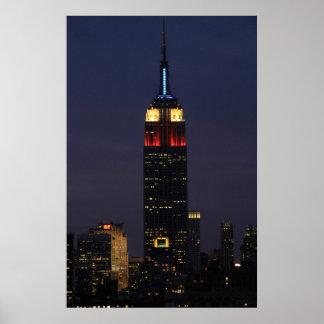Empire State Building en el azul blanco rojo roca Poster