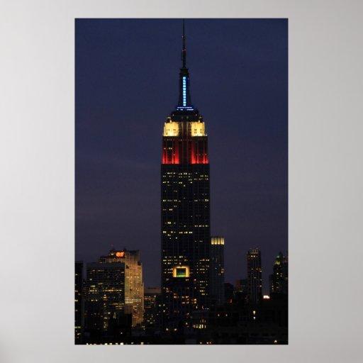 Empire State Building en el azul blanco rojo, roca Poster