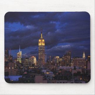Empire State Building en el cielo amarillo, Alfombrillas De Ratón