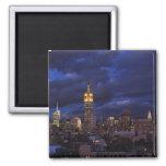 Empire State Building en el cielo amarillo, crepus Iman Para Frigorífico