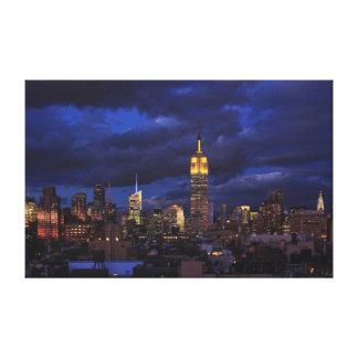 Empire State Building en el cielo amarillo, crepus Impresión En Lona Estirada