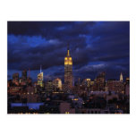 Empire State Building en el cielo amarillo, crepus Postal