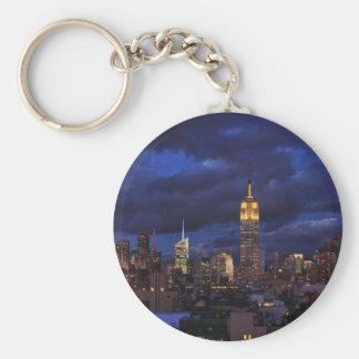 Empire State Building en el cielo amarillo, Llavero Redondo Tipo Pin