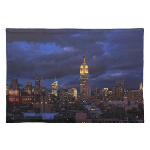 Empire State Building en el cielo amarillo, Mantel