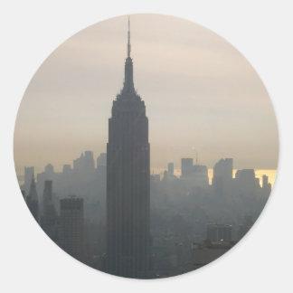 Empire State Building en la oscuridad Pegatina Redonda