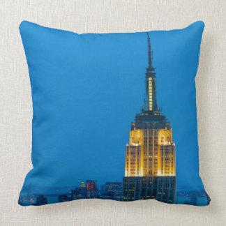 Empire State Building en la puesta del sol Cojin